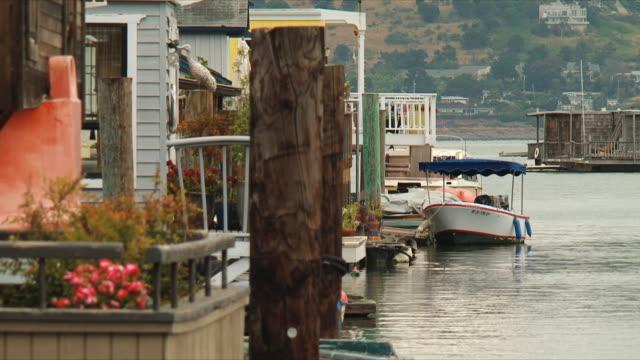 vídeos y material grabado en eventos de stock de ms sausalito houseboats / san francisco, california, usa - bahía de san francisco