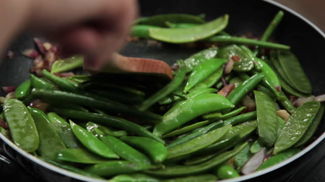 sauteeing string beans and lima beans - runner bean stock videos & royalty-free footage