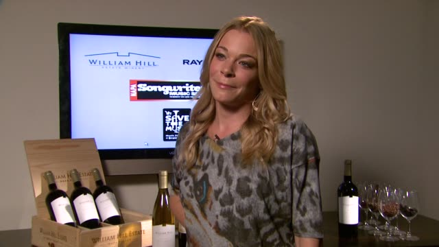 save the music foundation's songwriters music series with leann rimes at the william hill winery presented by raymond weil event capsule chyron vh1... - vh1 bildbanksvideor och videomaterial från bakom kulisserna