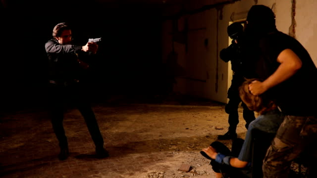 人質を保存 - 誘拐事件点の映像素材/bロール