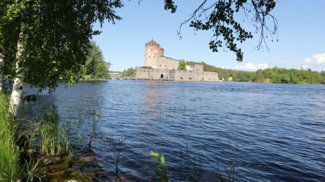 savonlinna, view of the medieval fortress olavinlinna - finlandia video stock e b–roll