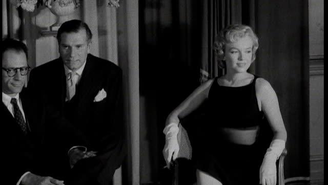 vídeos de stock e filmes b-roll de savoy hotel reopens after multimillion pound makeover tx marilyn monroe arriving at savoy hotel followed by her husband arthur miller **flash... - frank sinatra