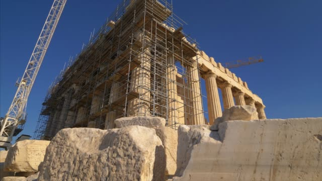 scaffolding shows restoration work in progress at the ancient greek parthenon at the acropolis in athens, greece - restoring stock videos & royalty-free footage