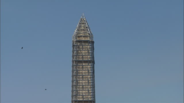 scaffolding surrounds the washington monument. - scaffolding stock videos & royalty-free footage