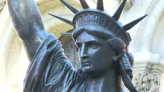 """FRA: The Statue of Liberty's """"little sister"""" on its way to the US"""