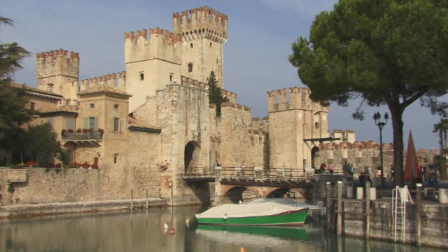 vídeos de stock e filmes b-roll de zo, ws, scaliger castle, sirmione, lombardy, italy - circa 13th century