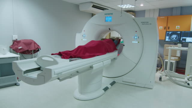 mri scanner - diagnostic medical tool stock videos & royalty-free footage