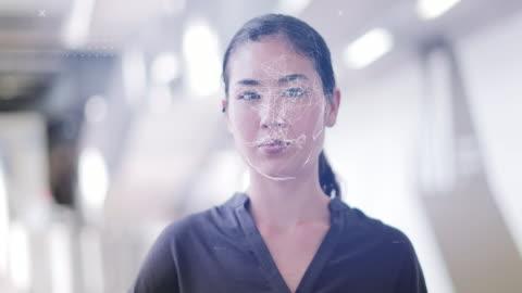 vídeos y material grabado en eventos de stock de scanning asian female identity in office with facial recognition technology - equipo médico de escaneo