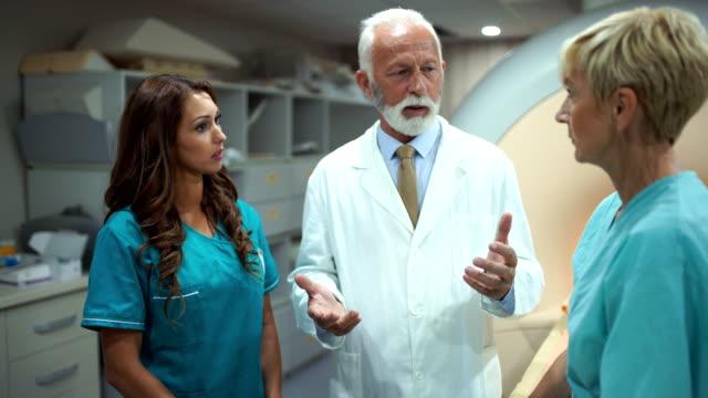 mri scanning procedure. - radiographer stock videos & royalty-free footage