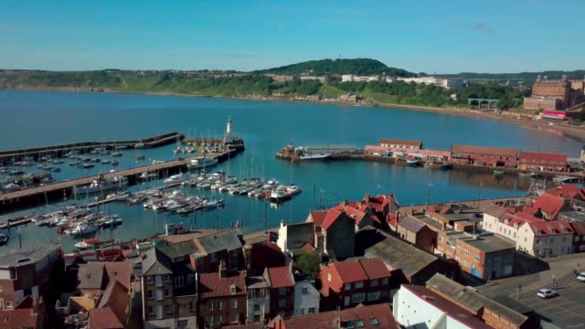 stockvideo's en b-roll-footage met scarbourgh harbour & lighthouse scarborough south bay  north yorkshire - scarborough engeland