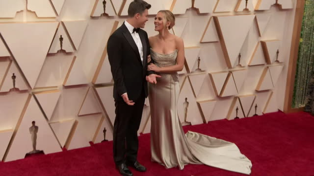 scarlett johansson and colin jost walking the red carpet at the 92nd annual academy awards at the dolby theater in los angeles, california. - music or celebrities or fashion or film industry or film premiere or youth culture or novelty item or vacations 個影片檔及 b 捲影像