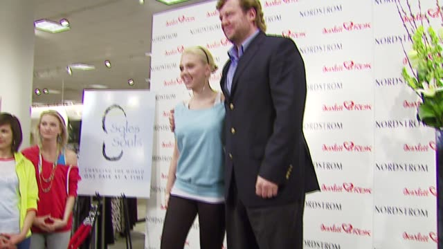 stockvideo's en b-roll-footage met scarlett johansson and uli becker reebok cmo at the unveiling of reebok line scarlett 'hearts' rbk by scarlett johansson at nordstrom in los angeles... - nordstrom