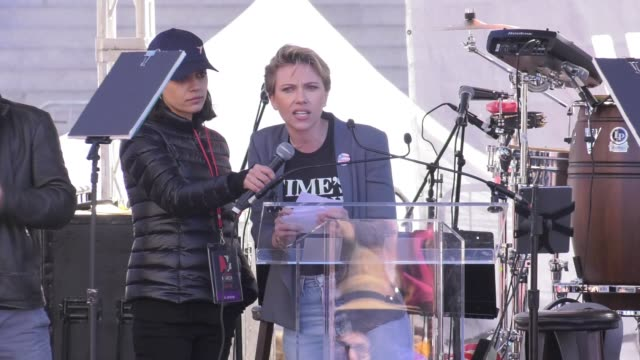 INTERVIEW Scarlett Johansson at 2018 Women's March Los Angeles on January 20 2018 in Los Angeles California
