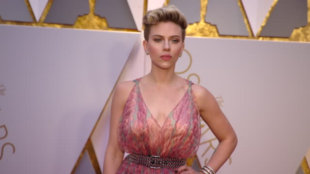 scarlett johansson at 89th annual academy awards arrivals at hollywood highland center on february 26 2017 in hollywood california 4k - annual event stock videos & royalty-free footage