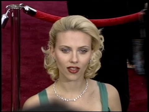 vídeos de stock e filmes b-roll de scarlett johansson at the 2004 academy awards arrivals at the kodak theatre in hollywood california on february 29 2004 - 76.ª edição da cerimónia dos óscares