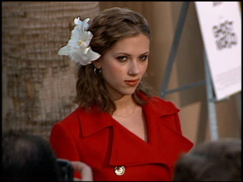 scarlett johansson at the 'ghost world' premiere at the egyptian theatre in hollywood california on july 18 2001 - scarlett johansson video stock e b–roll