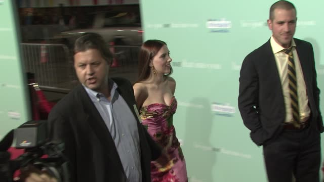 scarlett johansson at the 'he's just not that into you' premiere at los angeles ca - scarlett johansson video stock e b–roll