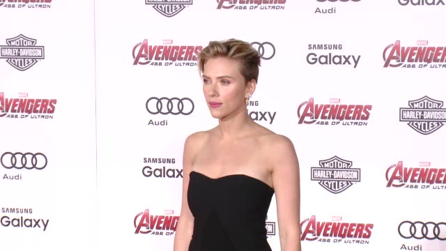 scarlett johansson at the world premiere of marvel's avengers age of ultron at dolby theatre on april 13 2015 in hollywood california - scarlett johansson video stock e b–roll