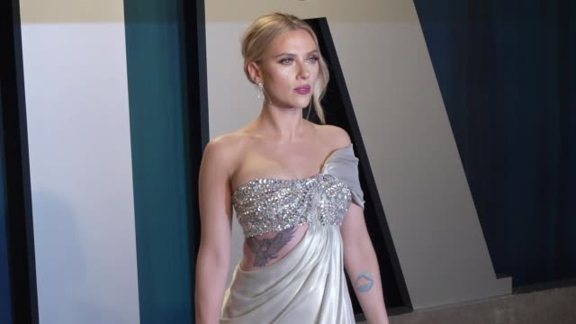 scarlett johansson at vanity fair oscar party at wallis annenberg center for the performing arts on february 09 2020 in beverly hills california - vanity fair oscarparty stock-videos und b-roll-filmmaterial