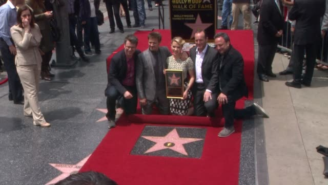 stockvideo's en b-roll-footage met scarlett johansson jeremy renner and clark gregg at scarlett johansson honored with star on the hollywood walk of fame scarlett johansson jeremy... - hollywood walk of fame