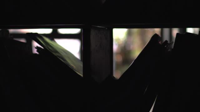 怖い図書館 - バッグ点の映像素材/bロール