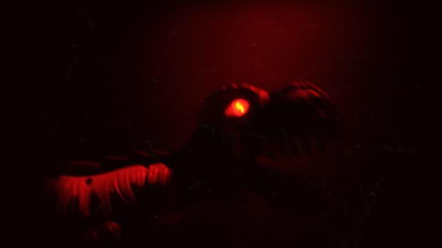vídeos de stock, filmes e b-roll de assustador monster loop. - monstro