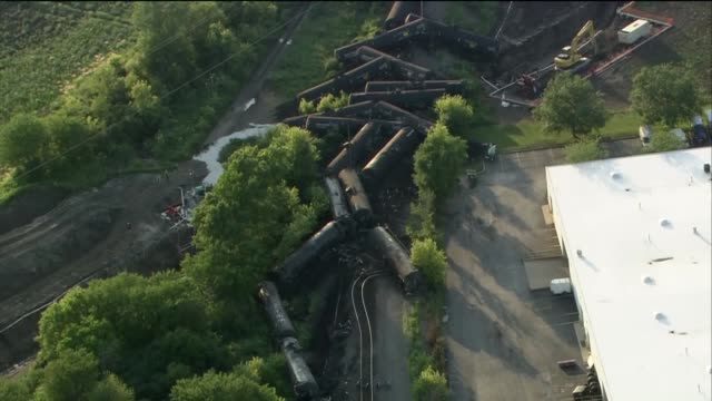scene from above after a train carrying crude oil derailed in plainfield about 40 miles southwest of chicago. twenty train cars belonging to canadian... - 脱線点の映像素材/bロール
