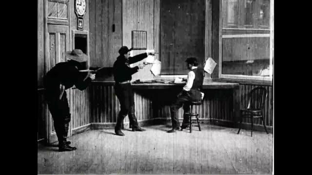 vidéos et rushes de scene from 'the great train robbery'. - braqueur de banque