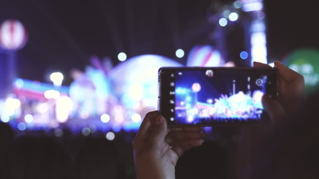 scene of music fans recording concert with mobile phones, concept of holiday end of week, lifestyle of people - filming stock videos & royalty-free footage