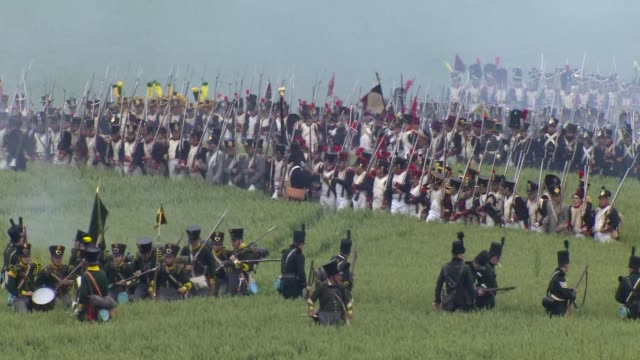 vídeos de stock, filmes e b-roll de scene of the battle of waterloo - reconstituição histórica