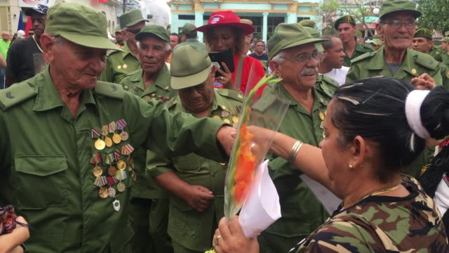 vidéos et rushes de a scene of the cuban revolution senior combatants partaking in the political event they hold many medals in their olivegreen uniform the 'victory... - aménagement de l'espace