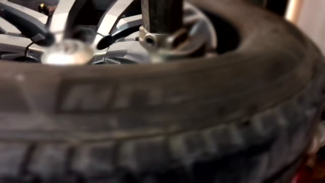 scene of tire changing at car service - durability stock videos & royalty-free footage
