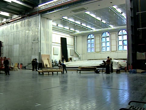 scenery is built backstage at the royal opera house, covent garden; 1999 - オペラ座点の映像素材/bロール