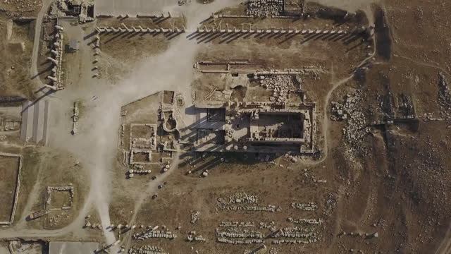 scenery of historic site of ancient rome seen from sky / jerash, jordan - ruined stock videos & royalty-free footage
