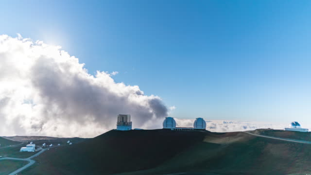 scenery of mauna kea observatories in big island hawaii, usa - 山岳地帯点の映像素材/bロール