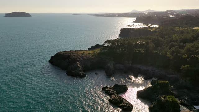 scenery of oedolgae sea stack / seogwipo-si, jeju-do, south korea - pacific ocean stock videos & royalty-free footage