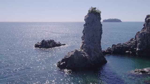 scenery of oedolgae sea stack / seogwipo-si, jeju-do, south korea - spine stock videos & royalty-free footage