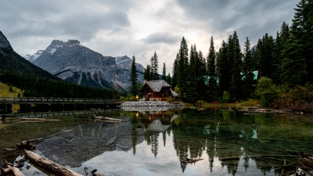 scenery of wooden logde on emerald lake in yoho national park, canada - wilderness stock videos & royalty-free footage