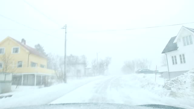 vídeos de stock e filmes b-roll de scenery while driving with snow blizzard in scandinavian village at norway - nevão