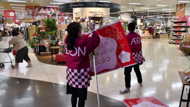 scenes from aeon style itabashi store outdoors and indoors before new year's holiday tokyo japan on thursday december 26 2019 - espositore per negozio video stock e b–roll