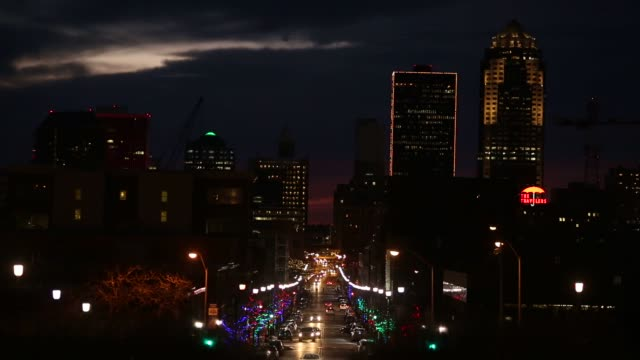 vídeos de stock e filmes b-roll de scenes from downtown des moines iowa us on friday jan 29 2016 candidates from both parties are crisscrossing iowa an agricultural state of about 3... - des moines iowa