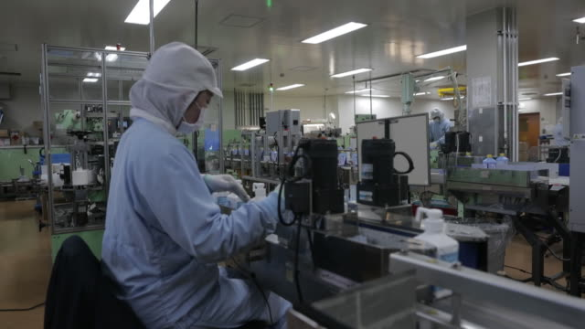 scenes from kenei pharmaceutical co. factory where liquid hand sanitizer is produced. according to local medical associations, shortage of basic... - kvalitetskontroll bildbanksvideor och videomaterial från bakom kulisserna