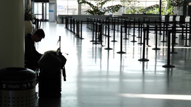 scenes from nearly empty san francisco international airport. passengers and airport staff wearing protective masks while traveling in time of... - san francisco international airport stock videos & royalty-free footage