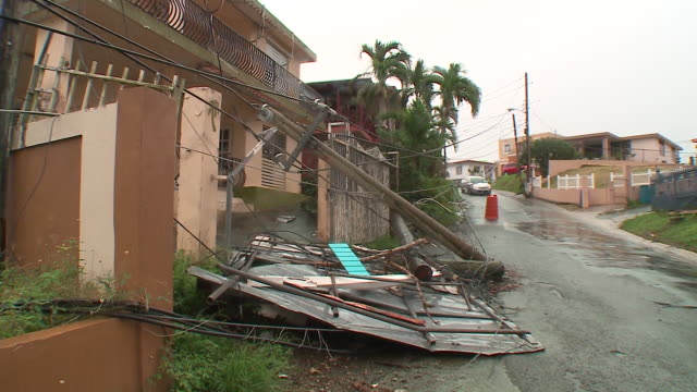vidéos et rushes de wgn scenes in a slowly recovering puerto rico two months after hurricane maria on november 13 2017 - endommagé
