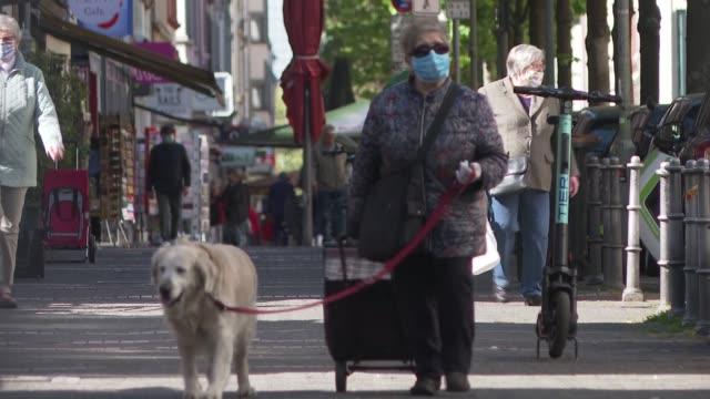stockvideo's en b-roll-footage met scenes in frankfurt as covid19 safety measures and restrictions continue - straatnaambord