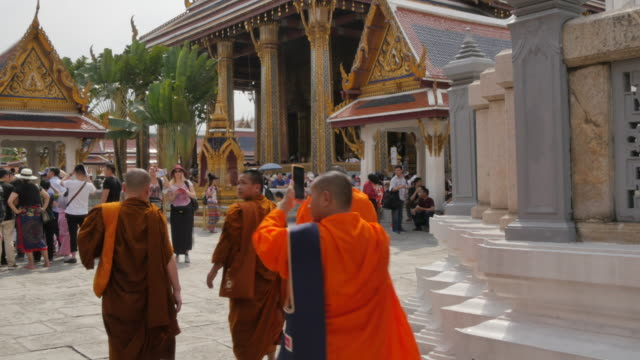 scenes inside the grand palace complex, bangkok, thailand, southeast asia, asia - thailand stock-videos und b-roll-filmmaterial