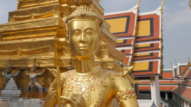 vídeos de stock, filmes e b-roll de scenes inside the grand palace complex, bangkok, thailand, southeast asia, asia - figura masculina