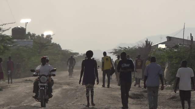 scenes of daily life in the kakuma refugee camp in kenya. the refugees originate mostly from south sudan and somalia. - アフリカの角点の映像素材/bロール