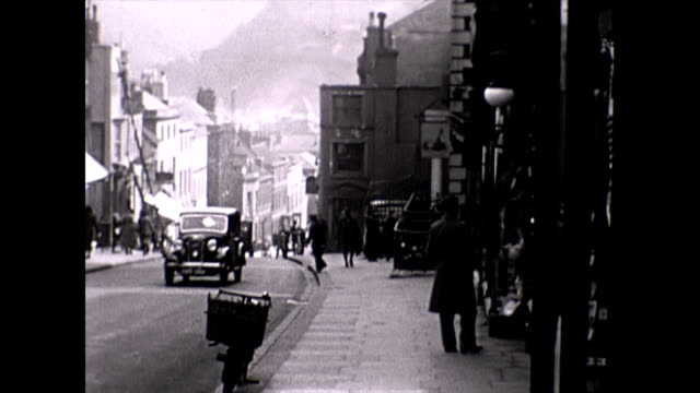 vídeos de stock e filmes b-roll de scenes of lewes east sussex from 1938 including the castle narrow streets high street bridge and river - east sussex