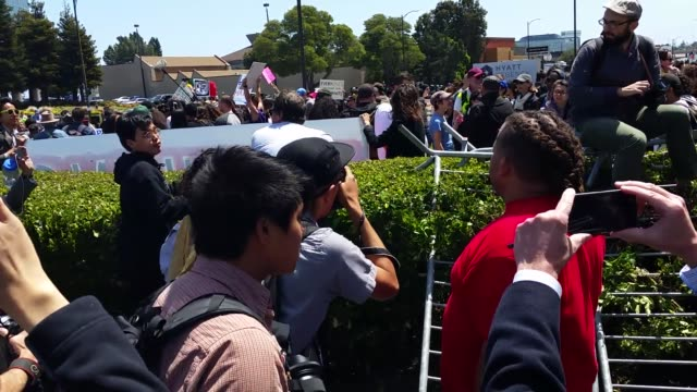 vídeos de stock, filmes e b-roll de scenes of trump protesters outside of the gop convention in burlingame. trump supporter spit on and harassed by protestors. woman instructing... - multidão violenta